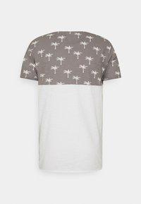 INDICODE JEANS - CHARLTON - Print T-shirt - dark grey - 6