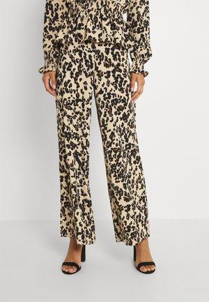 VMSAGA WIDE PANT - Spodnie materiałowe - fenya