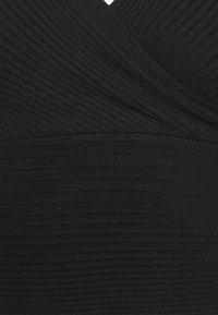 NA-KD - MATIAMU BY SOFIA X OVERLAP SWEATER - Maglione - black - 6
