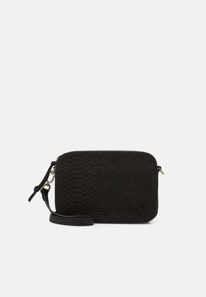 LUKA - Across body bag - black