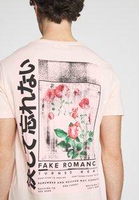 YOURTURN - T-shirt med print - pink - 3