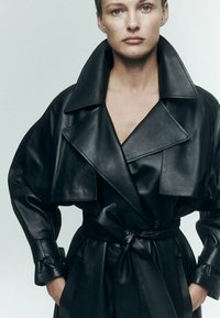 Massimo Dutti - Trenchcoat - black - 3