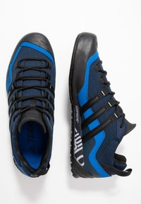 adidas Performance - TERREX SWIFT SOLO - Klatresko - collegiate navy/core black/blue - 1