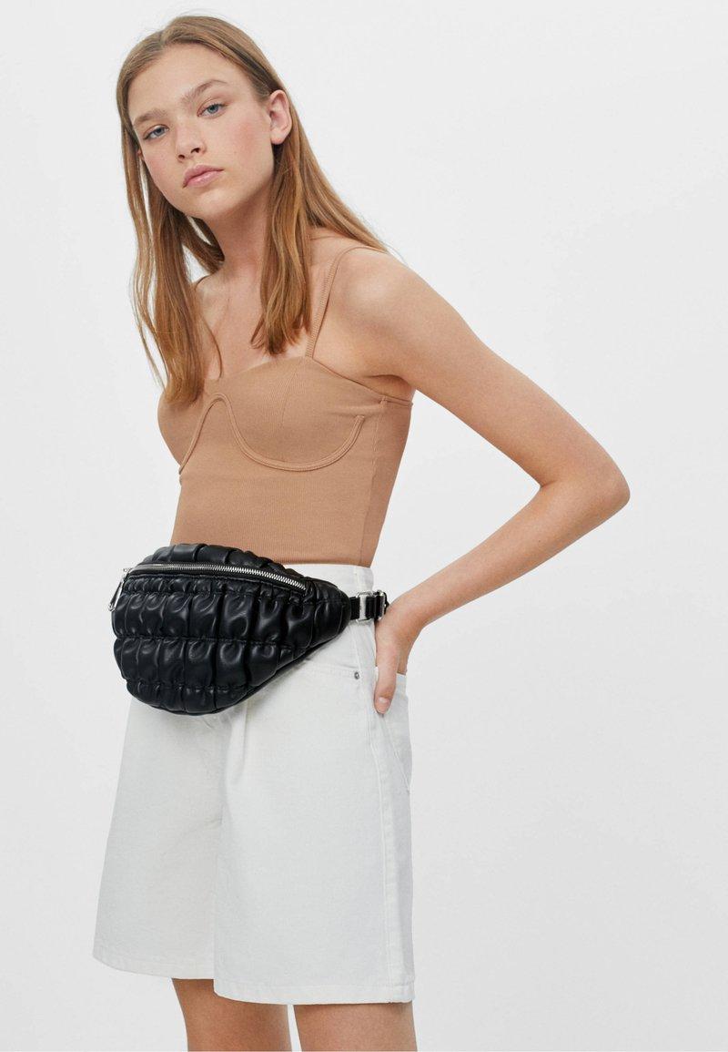 Bershka - GESTEPPTE - Bum bag - black