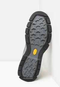 The North Face - M CRESTVALE FUTURELIGHT - Hiking shoes - zinc grey/tnf black - 4