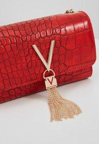 Valentino Bags - AUDREY - Taška spříčným popruhem - rosso - 5