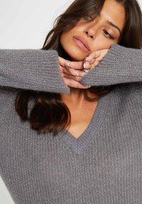 Morgan - LONG SLEEVED V NECK - Pullover - mottled grey - 3