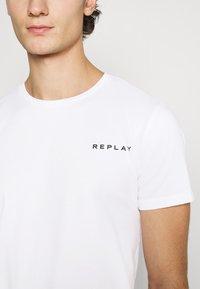 Replay - TEE - Basic T-shirt - white - 5
