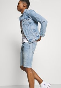 Pepe Jeans - CASH SHORT - Denim shorts - light blue - 3
