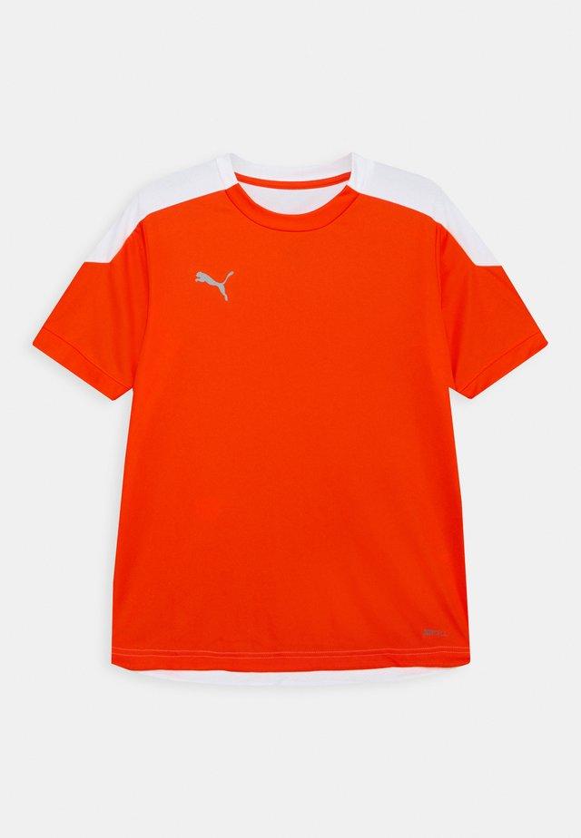 FTBLNXT UNISEX - Print T-shirt - shocking orange/white