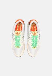 adidas Originals - ZX 1000 UNISEX - Trainers - chalk white/crystal white/pulse aqua - 5