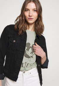 Cotton On - CLASSIC MICKEY - T-shirt con stampa - light sage - 3