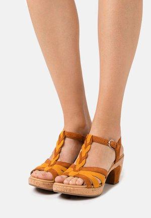 Platform sandals - rost/mais