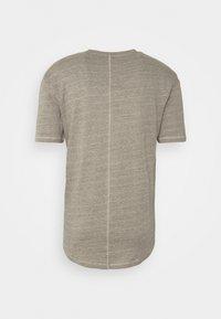 Jack & Jones - JORDARKNESS TEE CREW NECK - T-shirt basic - crockery - 6