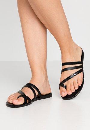 ERERAN - Sandály s odděleným palcem - black