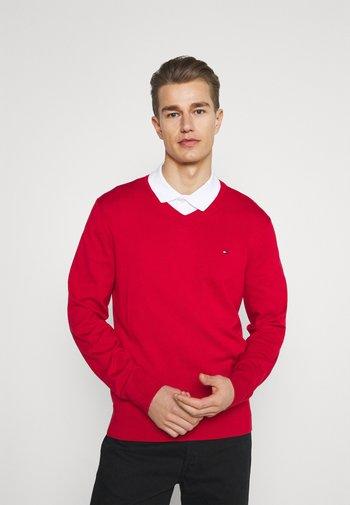 V NECK - Stickad tröja - primary red