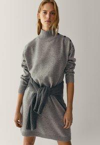 Massimo Dutti - MIT KNÖPFEN AN DEN SCHULTERN - Jumper dress - grey - 3