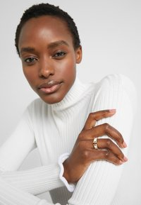Tory Burch - KIRA LOGO RING - Anello - gold-coloured/new ivory - 1