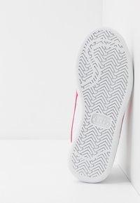 Diadora - PLAYGROUND GIRL - Sports shoes - white/hot pink - 5