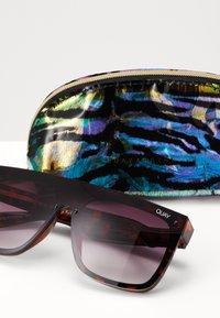 QUAY AUSTRALIA - JADED LIZZO - Sunglasses - mottled brown/purple - 1