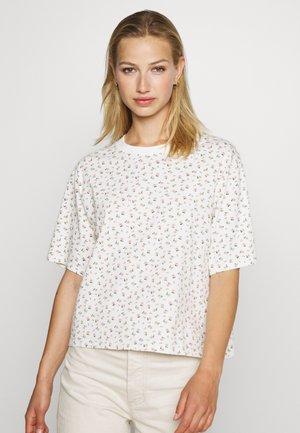 BOXY TEE - T-shirt z nadrukiem - cyprine tofu