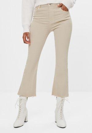 SCHLAGHOSE - Flared Jeans - beige