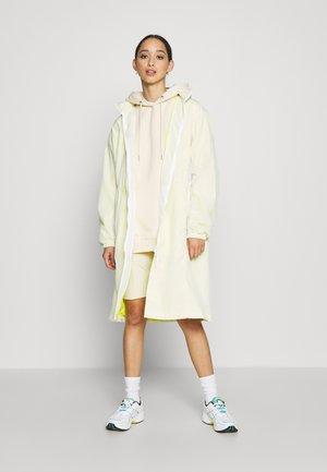 Summer jacket - white lemon tree