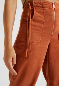 Topshop - UTILITY POCKET TROUSER - Trousers - rust - 4