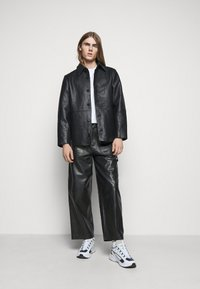 Holzweiler - TEFF TROUSER  - Leather trousers - black - 1