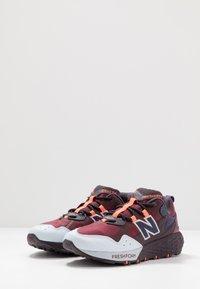 New Balance - FRESH FOAM CRAG - Zapatillas de trail running - red - 2