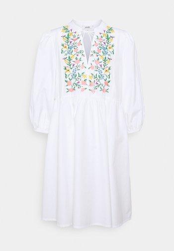ETIENNE - Day dress - white