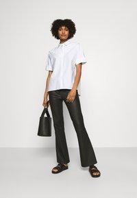 KARL LAGERFELD - PLEAT TUCK  - Button-down blouse - white - 1