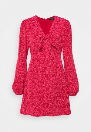 ALIMA DRESS - Vapaa-ajan mekko - red