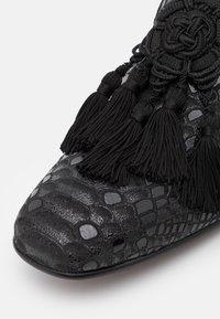 Jeffery West - JUNG 5 TASSEL - Scarpe senza lacci - debussy black - 5