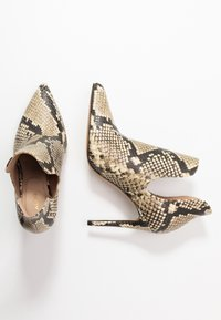 ALDO - AMILMATHIEN - High heeled ankle boots - natural - 3