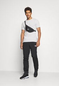 Puma - MODERN BASICS TEE - Print T-shirt - puma white - 1