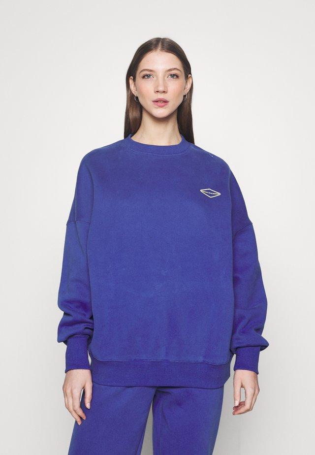 LOGOCOLLAGECREWNECK - Sweater - blue