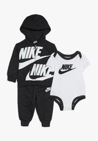 Nike Sportswear - SPLIT FUTURA PANT BABY SET - Body - black heather - 0