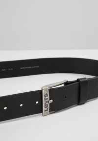 Levi's® - NEW DUNCAN - Riem - regular black