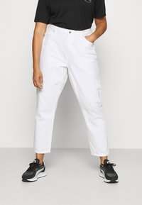 ONLY Carmakoma - CARELLY LIFE MOM - Relaxed fit jeans - white - 0