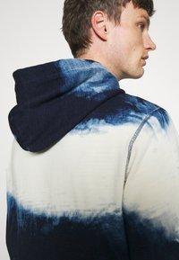 Polo Ralph Lauren - INDIGO COTTON-BLEND HOODIE - Sweatshirt - dark indigo cloud wash - 3