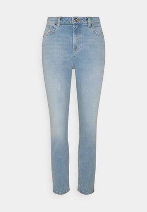 PCLEAH MOM - Jean slim - light blue denim