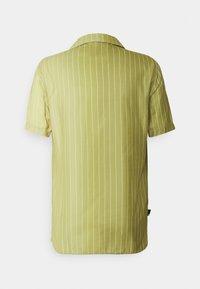 11 DEGREES - VERTICAL PINSTRIPE - Shirt - seed beige/khaki fade - 1