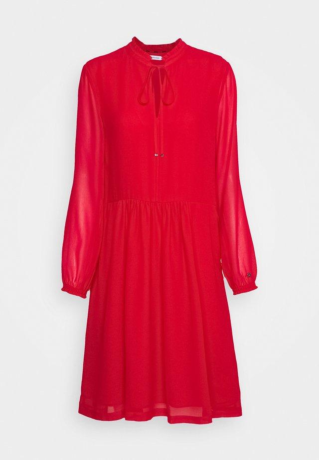 TIE SKATER DRESS - Denní šaty - tango red