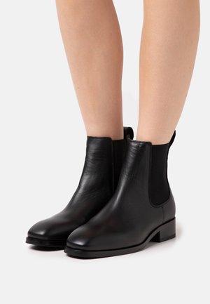 ELLARIA - Kotníkové boty - black