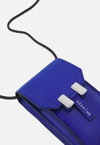 Maison Hēroïne - ROMY - Across body bag - royal blue grained - 5