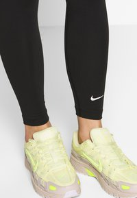 Nike Sportswear - CLUB - Leggings - black/(white) - 3