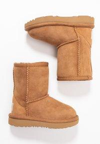 UGG - CLASSIC II - Zimní obuv - chestnut - 0