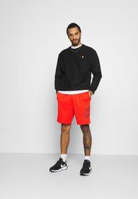 Nike SB - SUNDAY UNISEX - Shorts - chile red/dark beetroot - 1