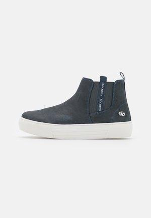 Kotníkové boty na platformě - dunkelblau
